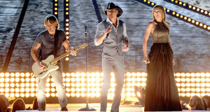 "Video: Tim McGraw, Taylor Swift og Keith Urban i ""Highway Don't Care"""