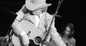 Country Music History: Dwight Yoakam & Buck Owens – «Streets Of Bakersfield»