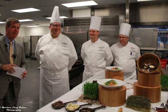 The Mayor and chefs in the kitchen - Music City Center