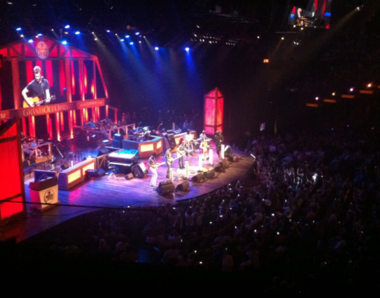 Grand Ole Opry - Dierks Bentley och Kacey Musgraves sjunger sin duet Bourbon In Kentucky